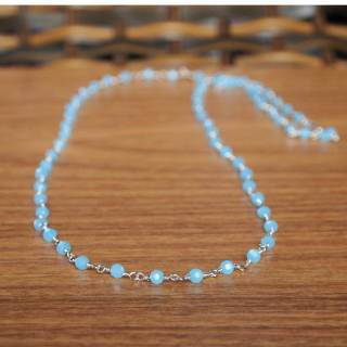 Colar semijoia cristais azuis banhado a ródio