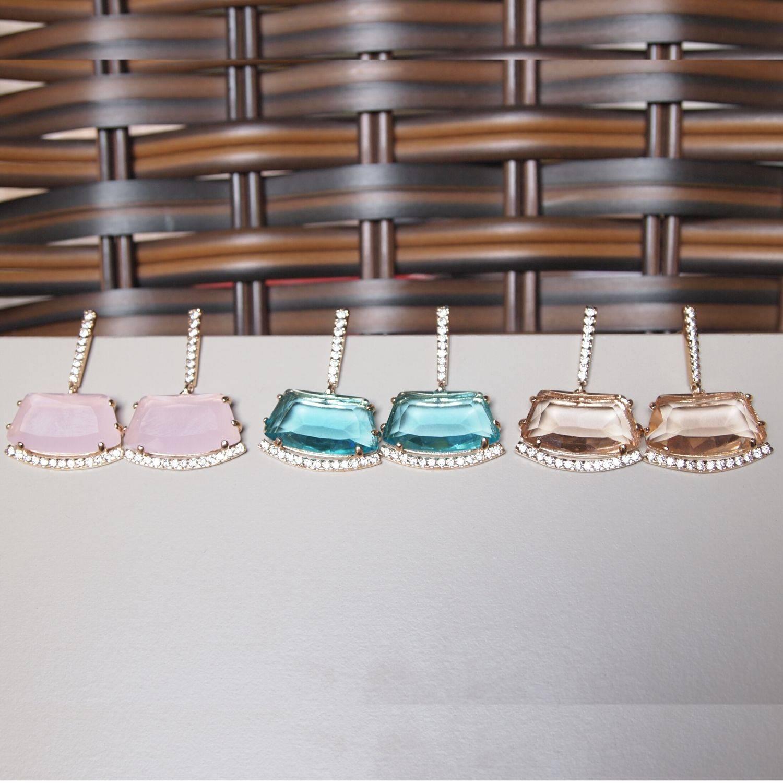 Brinco semijoia cristal (opção Aqua, Golden e Rosa) detalhes