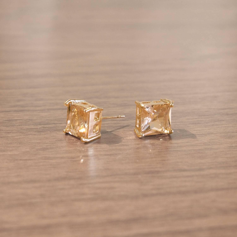 Brinco semijoia Cristal peach quadrado  banhado a ouro
