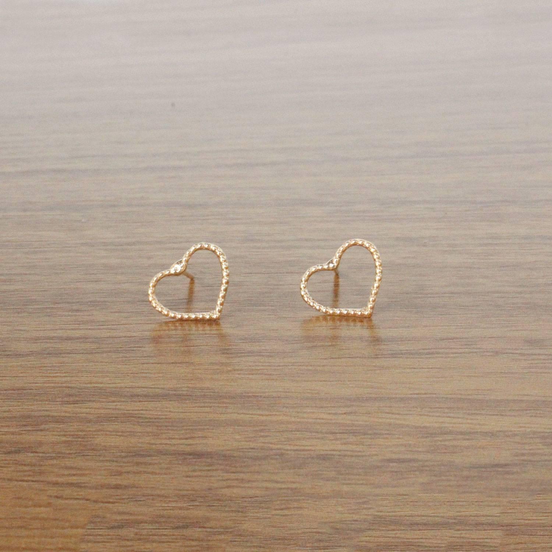 Brinco semijoia Coração vazado banhado a ouro(Opção: Dourado