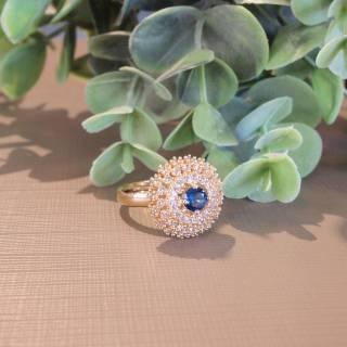 Anel semijoia Cristal azul redondo e zircônias banhado a ouro (Opção: Azul,Verde,Rosa, Black, Pink).