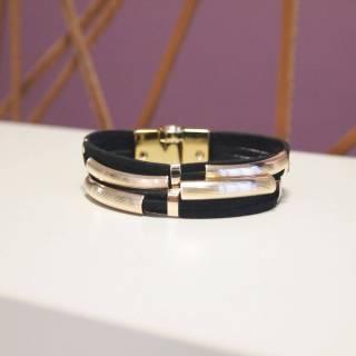 Pulseira de Couro feminina semijoia trançada design camurça black banhado a ouro