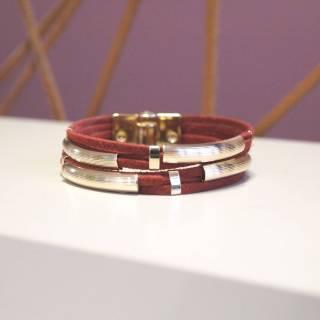 Pulseira de Couro feminina semijoia trançada design camurça vermelha banhado a ouro