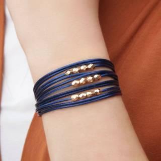 Pulseira de Couro feminina semijoia fio azul marinho detalhes facetados