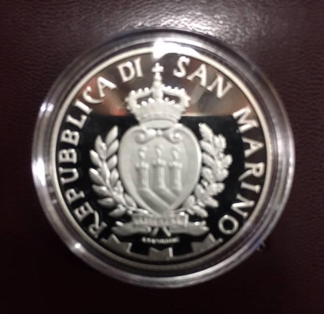 Moeda de Prata de San Marino Comemorativa ao 20º Aniversário de morte de Ayrton Senna. - Numismática Vieira