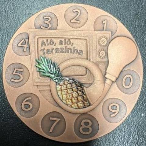 Medalha comemorativa 100 anos Chacrinha - Numismática Vieira