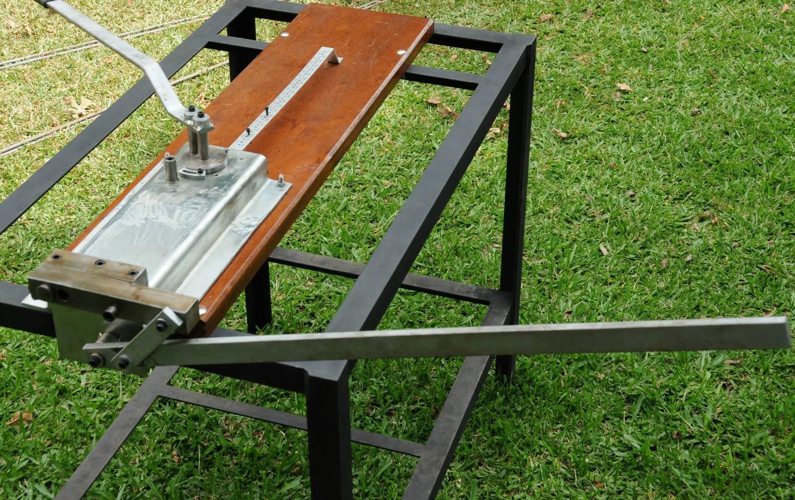 Máquina de fazer estribo multidobras Dobra e corta até 6 estribos de 1 vez