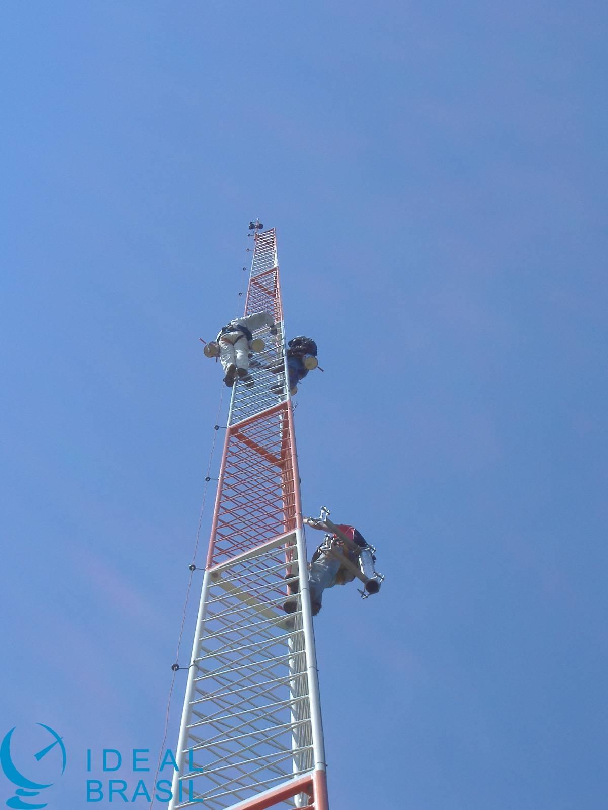 Torre autoportante triangular modular 30m - AEV 1.2m