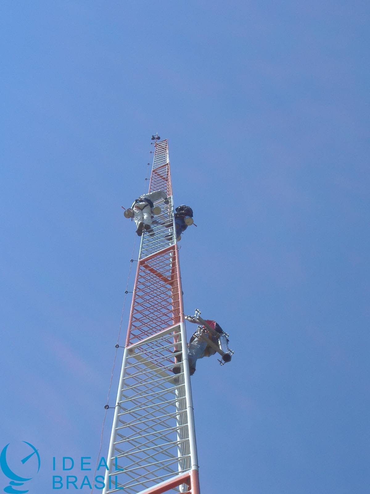 Torre autoportante triangular modular 18m - AEV 1.2m