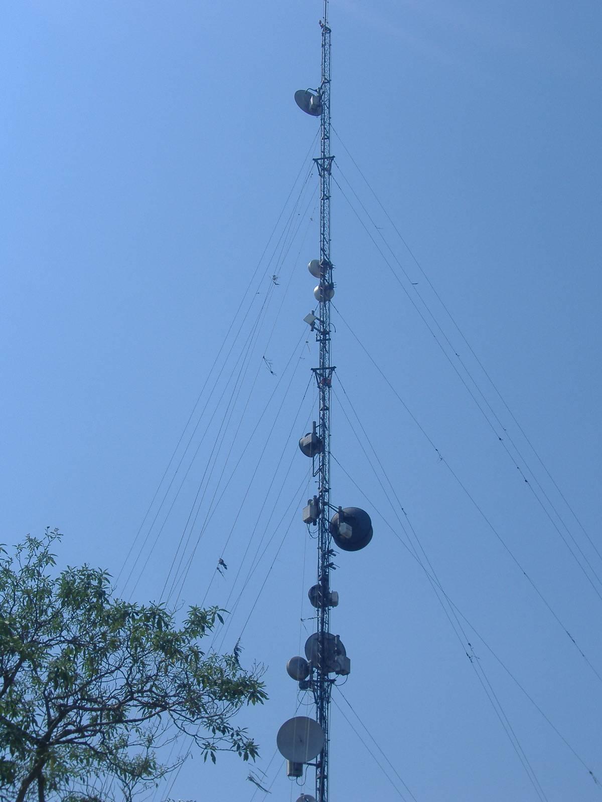 Torre Triangular Modular Estaiada 65m - AEV 1,2M