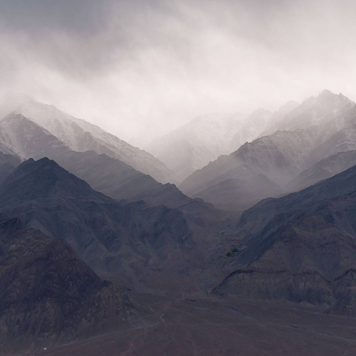 Painel Fotográfico Montanhas com Neblina / m² imagem 2