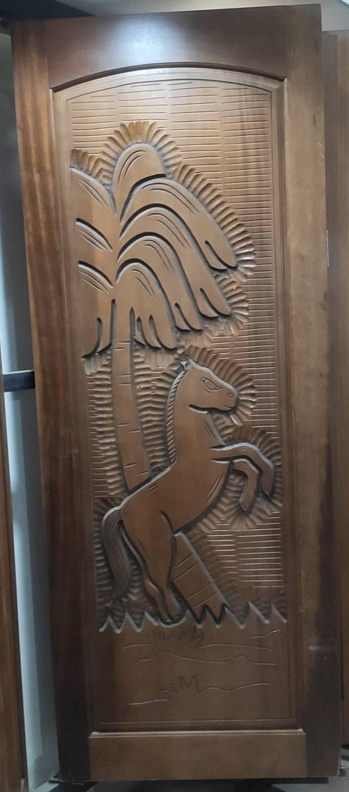 Porta Madeira Maciça Canela Entalhada  210x80.cm  Cavalinho - Casa Sul Materiais e Acabamento