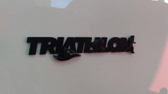 Emblema preto 3d Ictus Triathlon adesivo imantado p/ carro - BIKE ALLA CARTE
