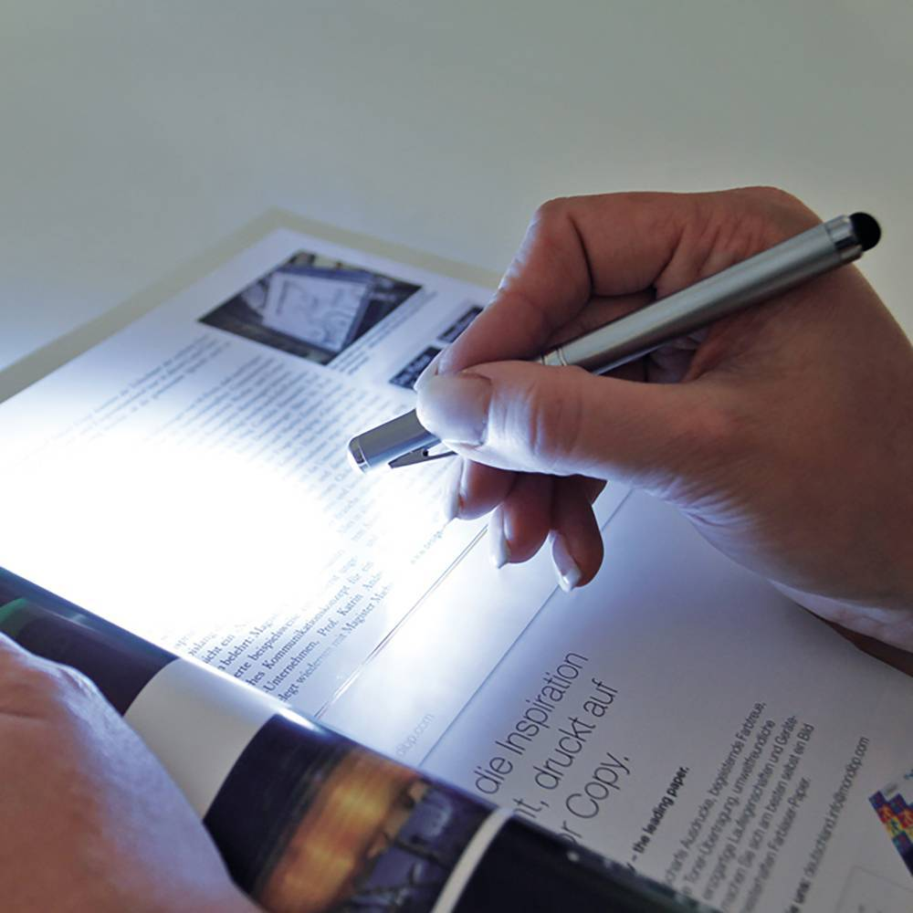 Caneta esferográfica c/ laser/touch/lanterna - Hygge Gifts - HYGGE GIFTS