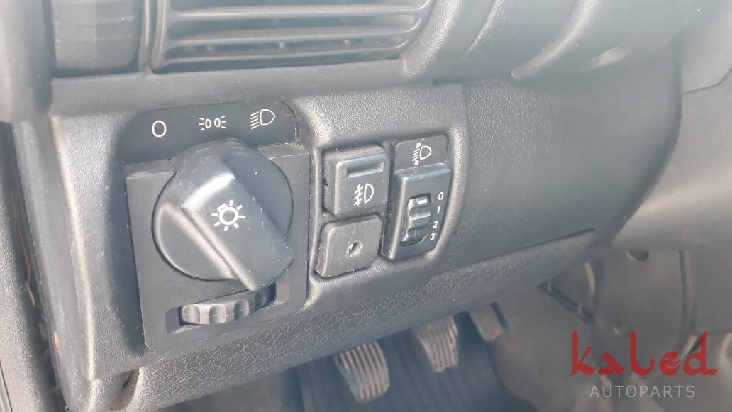 Gm Corsa Sedan GLS 1.6 16v 1998 sucata em peças - Kaled Auto Parts